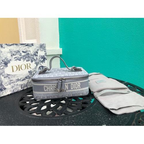 Christian Dior AAA Handbags #785095