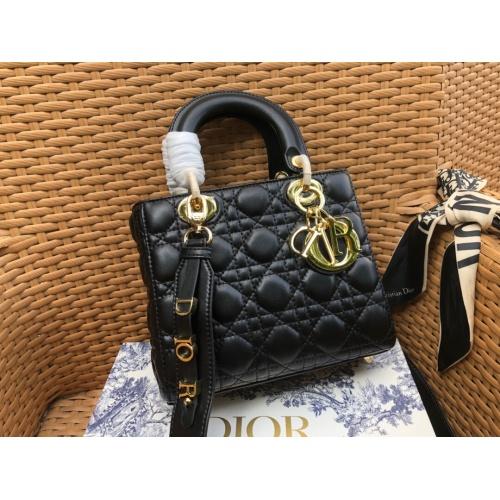 Christian Dior AAA Handbags #785098