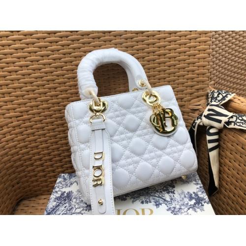Christian Dior AAA Handbags #785099