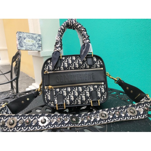 Christian Dior AAA Quality Messenger Bags #785104