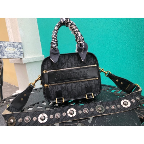 Christian Dior AAA Quality Messenger Bags #785106
