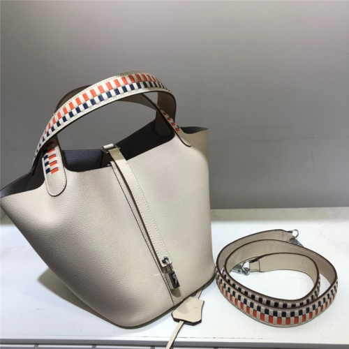 Hermes AAA Quality Handbags For Women #785921