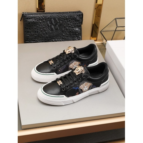 Versace Casual Shoes For Men #786357