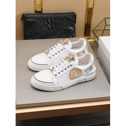 Versace Casual Shoes For Men #786358