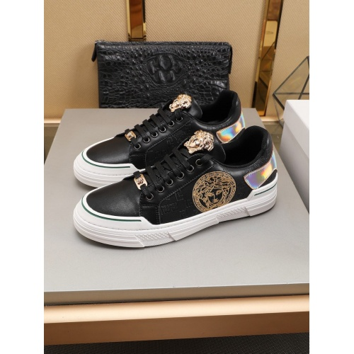 Versace Casual Shoes For Men #786359