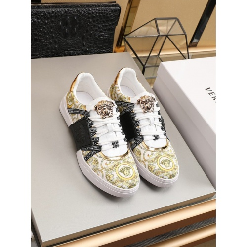 Versace Casual Shoes For Men #789766