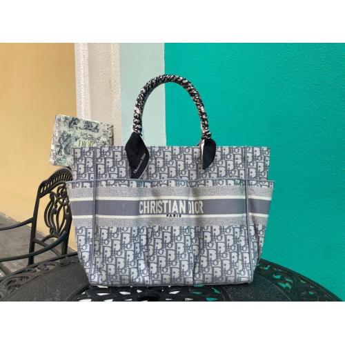 Christian Dior AAA Handbags #790358