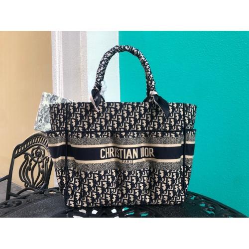 Christian Dior AAA Handbags #790359