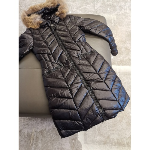 Moncler Down Feather Coat Long Sleeved Zipper For Women #793195