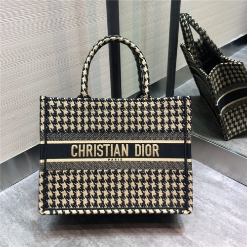 Christian Dior AAA Tote-Handbags For Women #797615