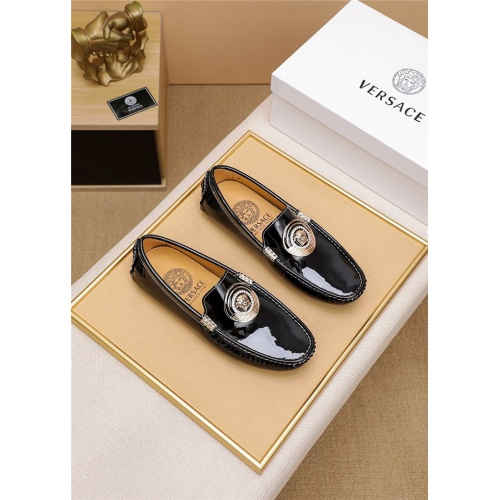 Versace Casual Shoes For Men #798032