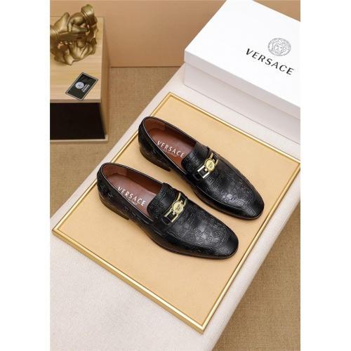 Versace Leather Shoes For Men #798034