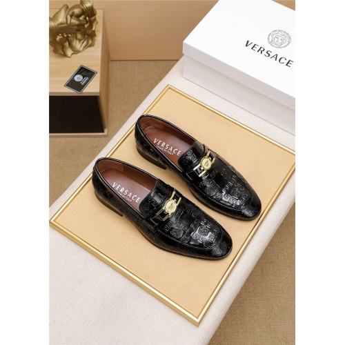 Versace Leather Shoes For Men #798036
