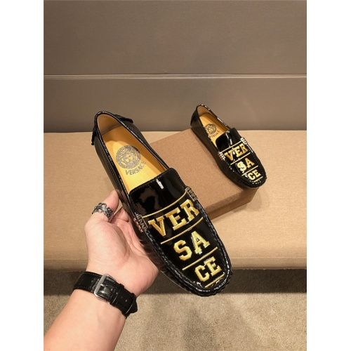Versace Casual Shoes For Men #798273