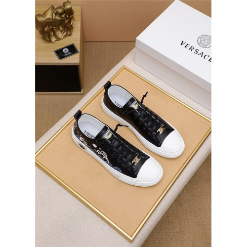 Versace Casual Shoes For Men #798614
