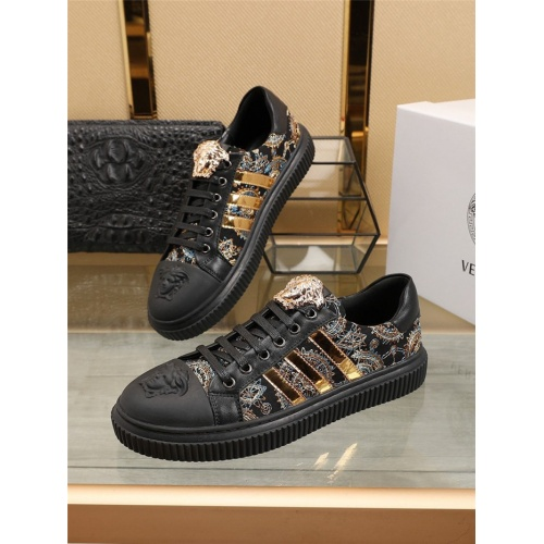 Versace Casual Shoes For Men #798725