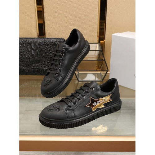 Versace Casual Shoes For Men #798731