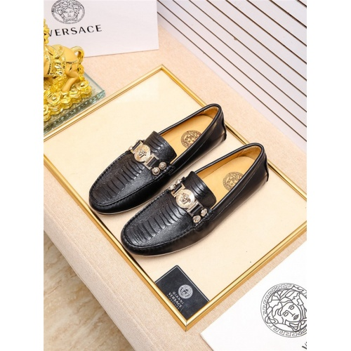 Versace Casual Shoes For Men #798928
