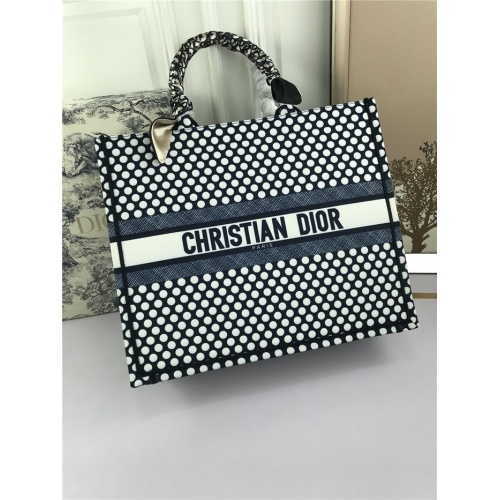 Christian Dior AAA Tote-Handbags For Women #800602