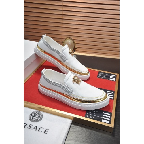 Versace Casual Shoes For Men #800630