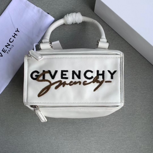 Givenchy AAA Quality Messenger Bags For Women #802852