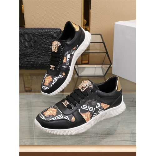 Versace Casual Shoes For Men #804038