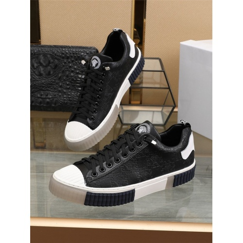 Versace Casual Shoes For Men #804042