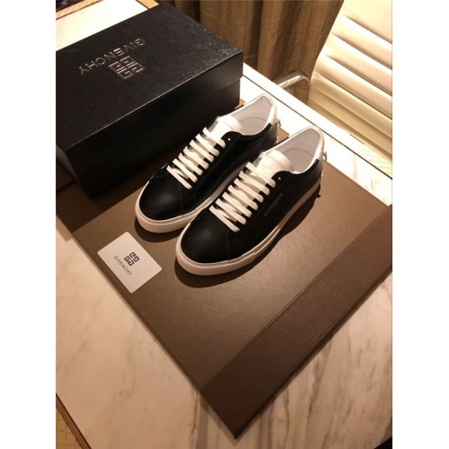 Givenchy Casual Shoes For Men #804196