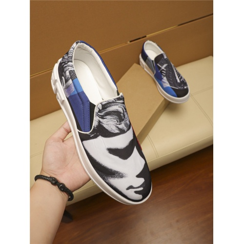 Versace Casual Shoes For Men #805693