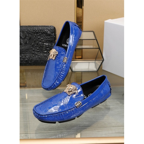Versace Casual Shoes For Men #805773