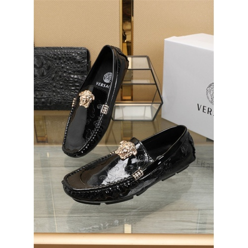 Versace Casual Shoes For Men #805774