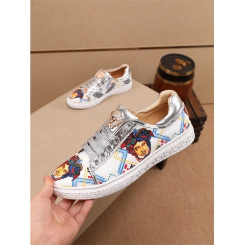 Versace Casual Shoes For Men #805936