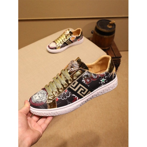 Versace Casual Shoes For Men #805937