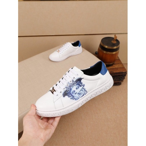Versace Casual Shoes For Men #805939
