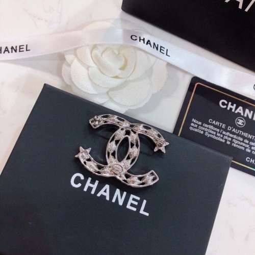 Chanel Brooches #805994