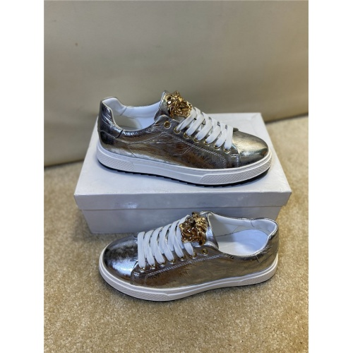 Versace Casual Shoes For Men #806118