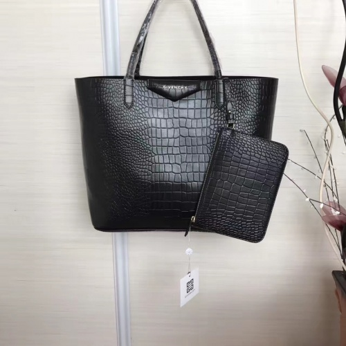 Givenchy AAA Quality Handbags For Women #806878