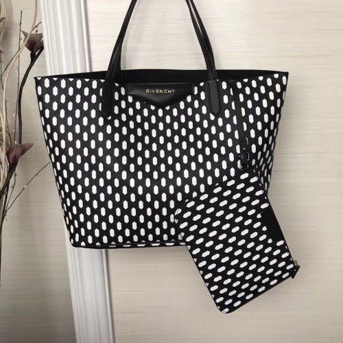Givenchy AAA Quality Handbags For Women #806891
