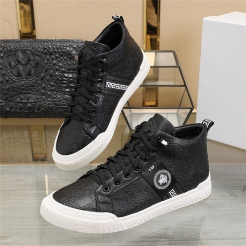 Versace Casual Shoes For Men #807886