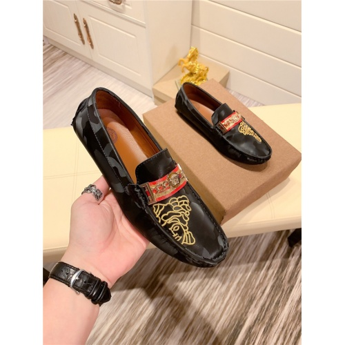 Versace Casual Shoes For Men #808617
