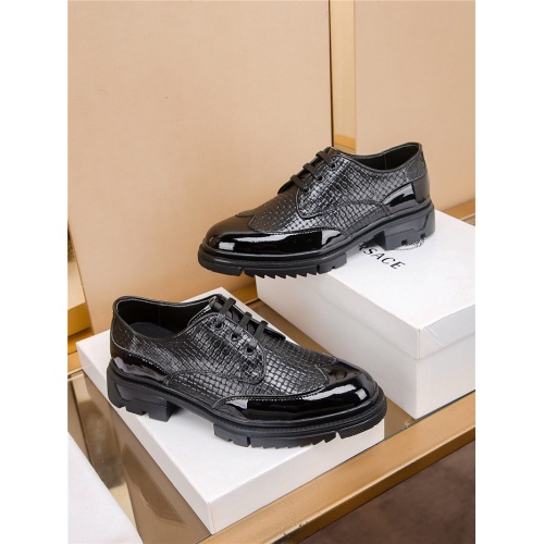 Versace Casual Shoes For Men #808619