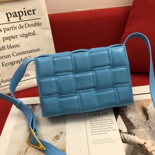 Bottega Veneta BV AAA Quality Messenger Bags For Women #808858
