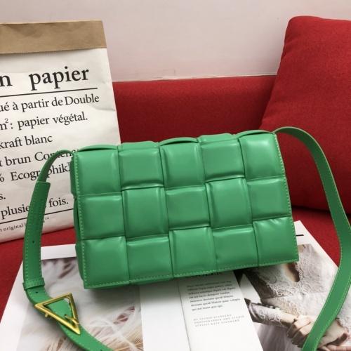 Bottega Veneta BV AAA Quality Messenger Bags For Women #808859