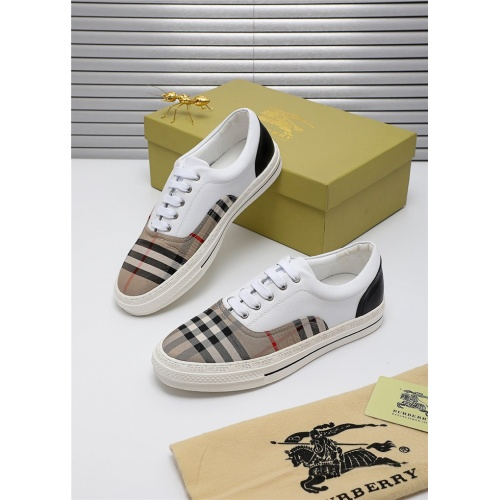 Burberry Casual Shoes For Men #809433