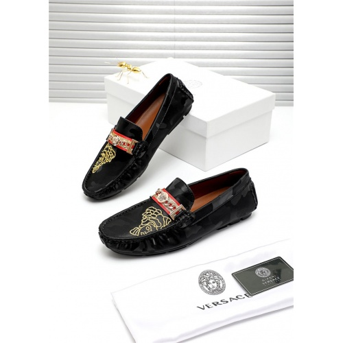 Versace Casual Shoes For Men #809469