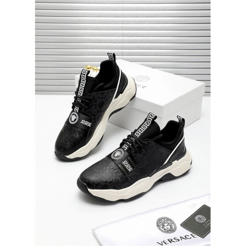 Versace Casual Shoes For Men #809909