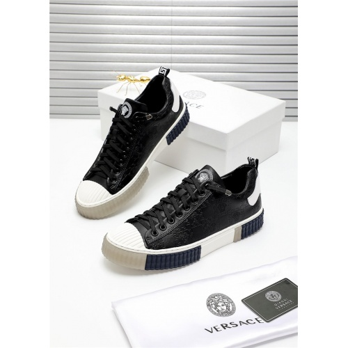 Versace Casual Shoes For Men #809910
