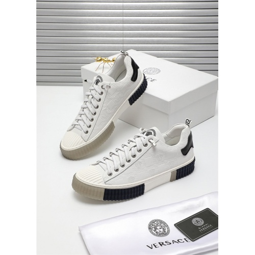 Versace Casual Shoes For Men #809911