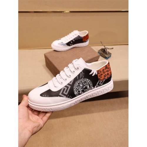 Versace Casual Shoes For Men #810177