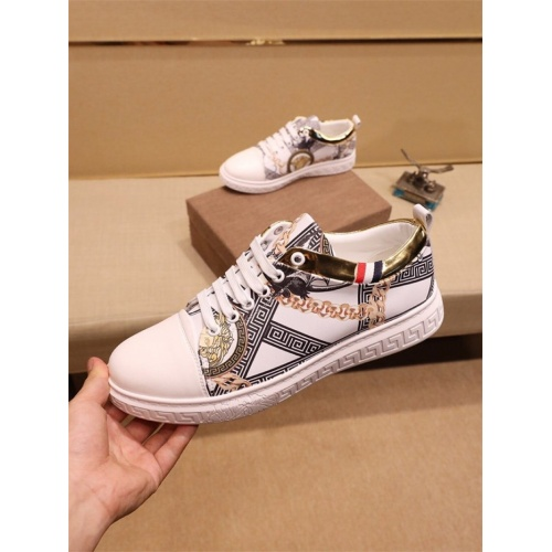 Versace Casual Shoes For Men #810178
